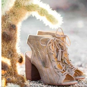 Perfect spring shoes! Jessica Simpson Sandals